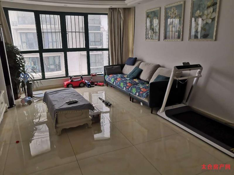 超高性价比,精装修3房,保养好南北通透,房东急售
